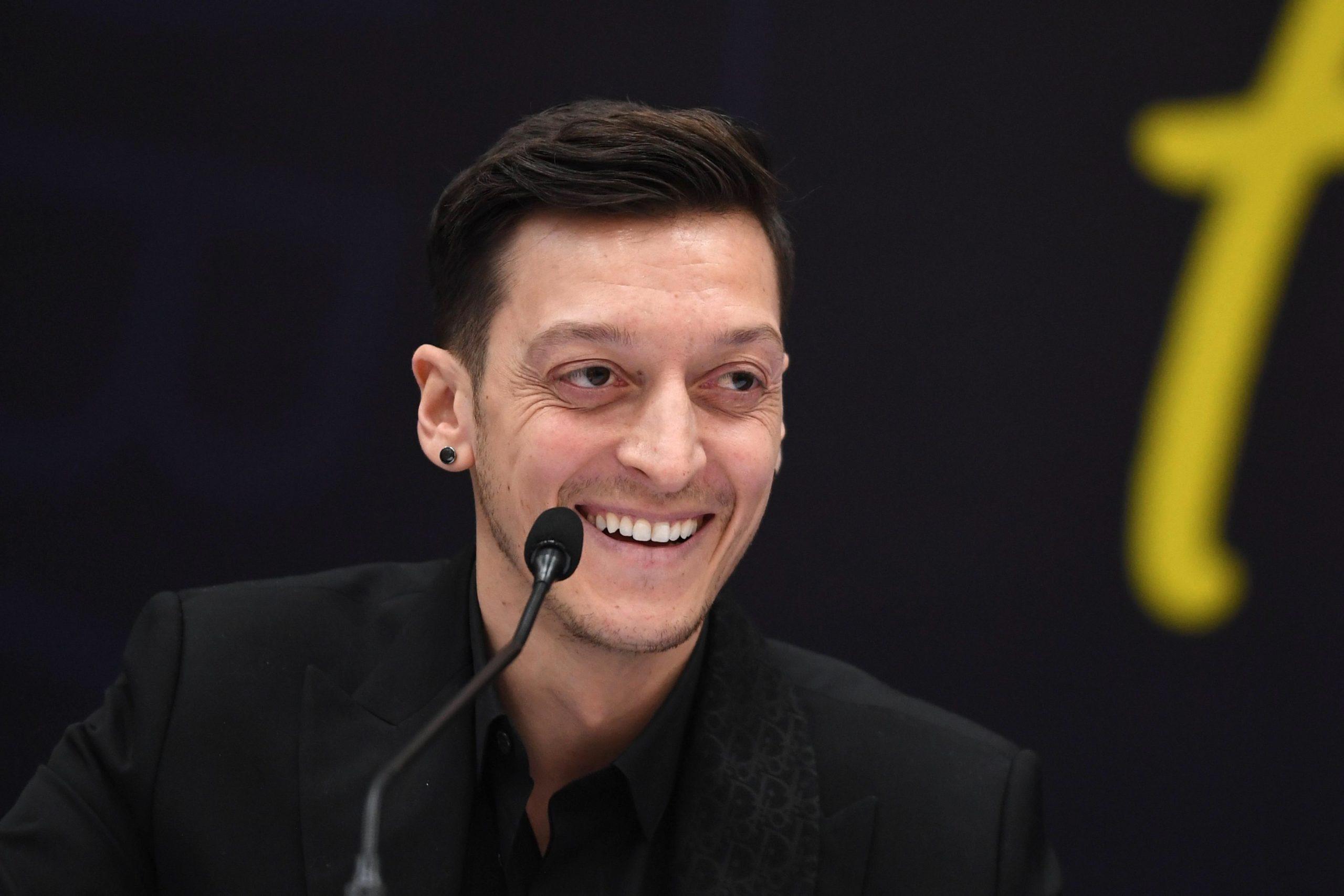 """""""Deutschlands mutigster Politiker"""": Fußballstar Özil wirbt für Todenhöfer"""