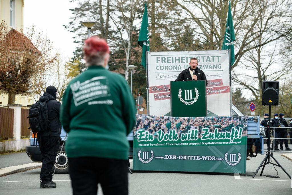 """Gerichtsbeschluss: """"Hängt die Grünen""""-Plakate dürfen bleiben"""