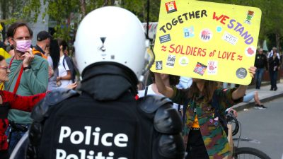 """Organisator von Corona-Protest in Brüssel: """"Polizei erteilt Maskenverbot"""""""