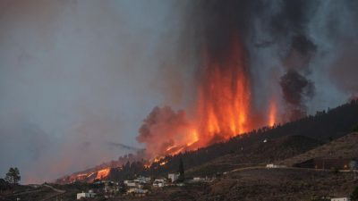 Vulkanausbruch auf La Palma zerstört rund hundert Häuser