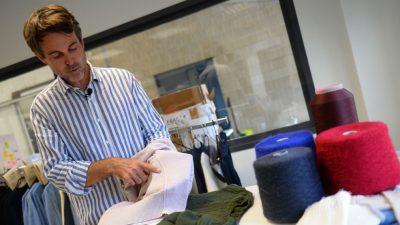Franzose stellt Pullis mit 3D-Strickmaschine her