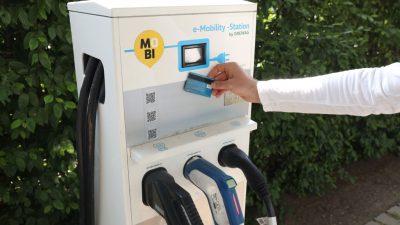 Stromanbieter gegen Pflicht für EC-Kartenlesegeräte an Ladesäulen