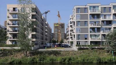 Berliner stimmen für Enteignung von Immobilienkonzernen