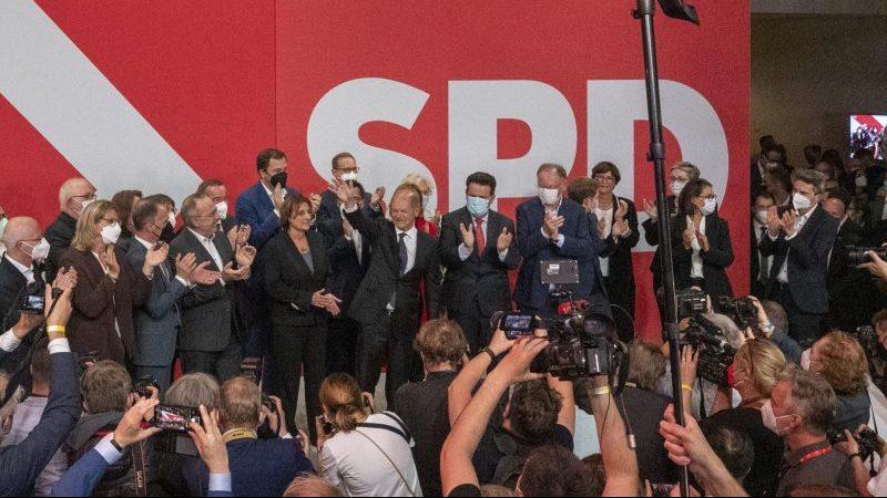 """Mützenich: """"Die SPD ist wieder da! Wir haben unsere Würde zurückerkämpft"""""""