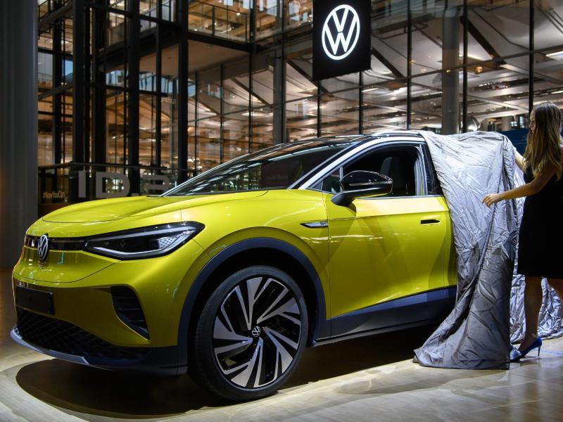 Deutscher Automarkt schwächelt – E-Fahrzeuge wichtige Stütze