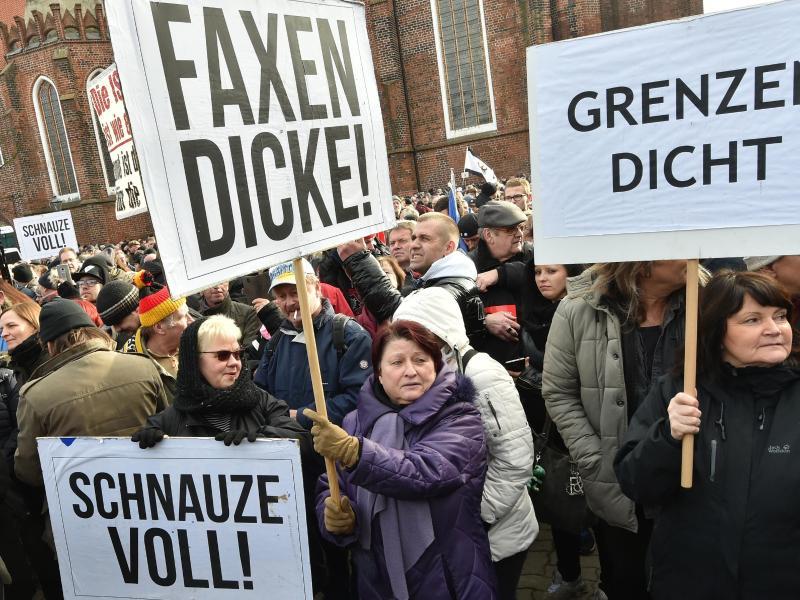 Deutsche sind bei Aufnahme von noch mehr Afghanen gespalten