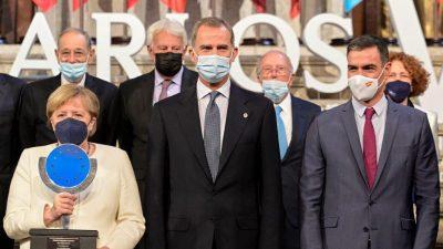 Merkel von Spaniens König Felipe VI. mit Europapreis Karl V. ausgezeichnet
