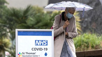 """Medizinischer Berater: """"Long Covid ist übertrieben"""" und Impfversprechen auch"""
