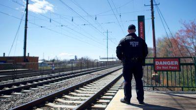 Frau im Hochzug vor zahlreichen Fahrgästen vergewaltigt – Tipps zur Zivilcourage