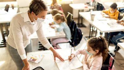 Elternvertreter fordern Corona-Impfpflicht für Schulpersonal