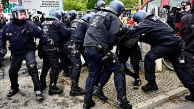 """46 verletzte Beamte und 76 Festnahmen bei """"Köpi""""-Räumung"""